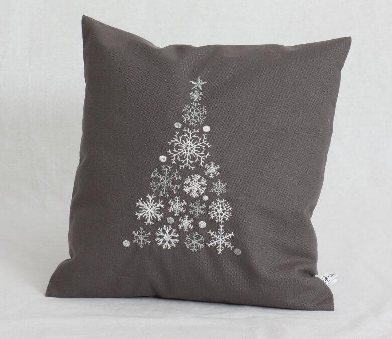 Kissen grau bestickt mit Weihnachtsbaum