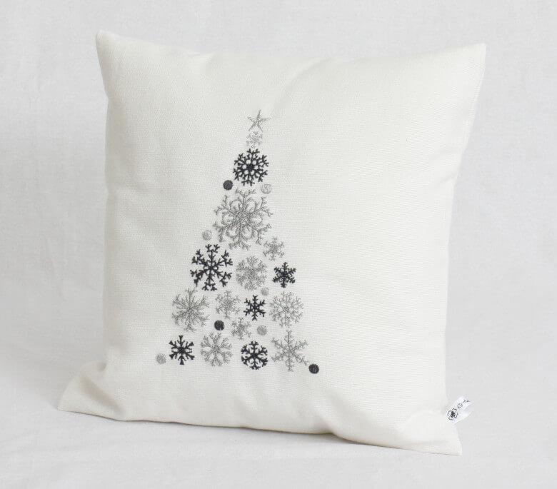 Kissen bestickt mit Weihnachtsbaum weiß
